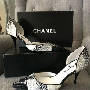 CHANEL Black and White Tweed Cap Toe Pumps Heels